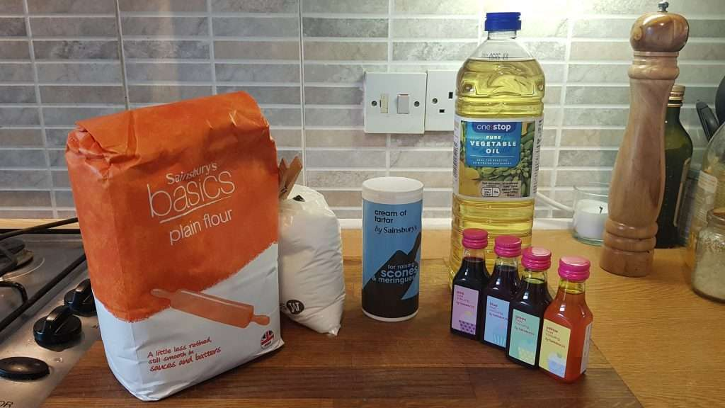 Ingredients to make homemade playdough without cooking